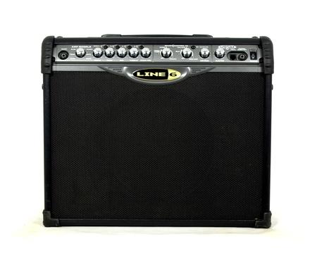 Line 6 spider II 75 wzmacniacz gitarowy  Wzmacniacz jest w bardzo dobrym stanie technicznym jak i wizualnym.  W zestawie kabel zasilający.  Specyfikacja:  moc: 75 W stereo  1 x 12'' glosniki (Celestion)  wbudowane brzmienie 12 rodzajów  pelne spektrum brz