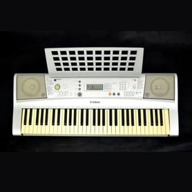Yamaha PSR E303 - keyboard